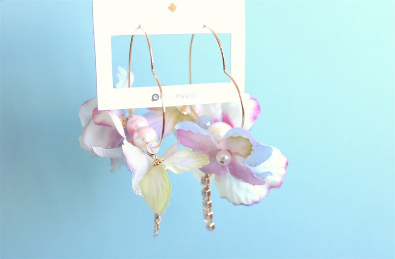 Japanese material gradient cotton cotton flower ear accent / clip earrings