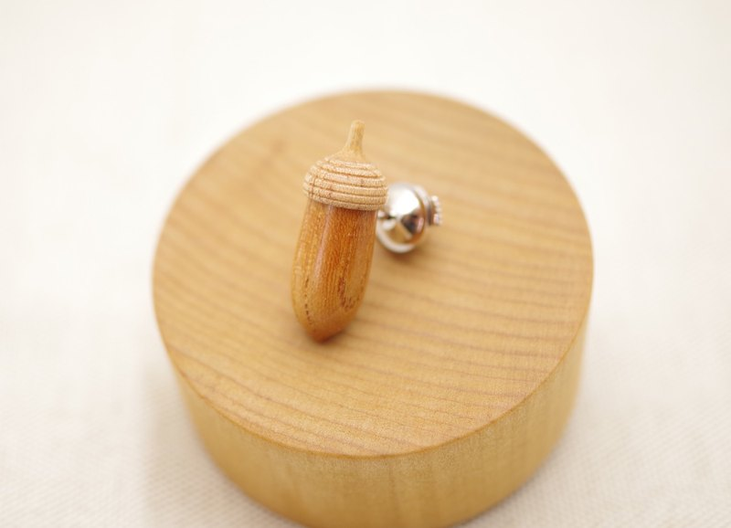 Free shipping campaign | Wood Carving Acorn  Lapel Pin - KEYAKI & Maple(A-16)