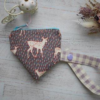 Deer three-dimensional triangle pacifier bag.