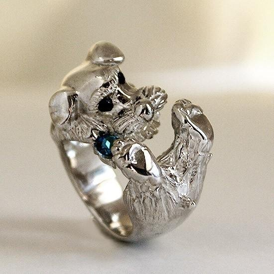 Schnauzer ring bite jewel 【Free Shipping】 It is a ring of a schnauzer that gnaws jewels.