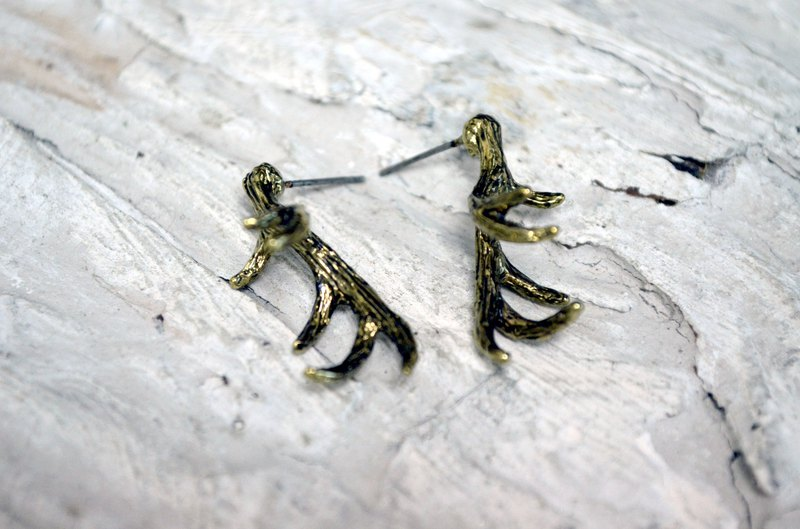 TIMBEE LO Golden Elk Horn Earrings Anti-allergic Material Ancient Black Gold Retro Style