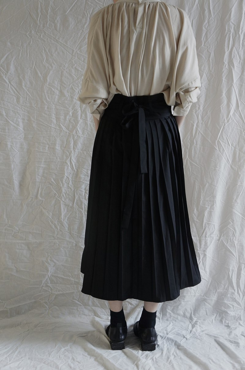 Pleated skirt detached waistband with pleated skirt