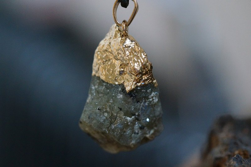 Labradorite  Raw Stone Leather Necklace-04