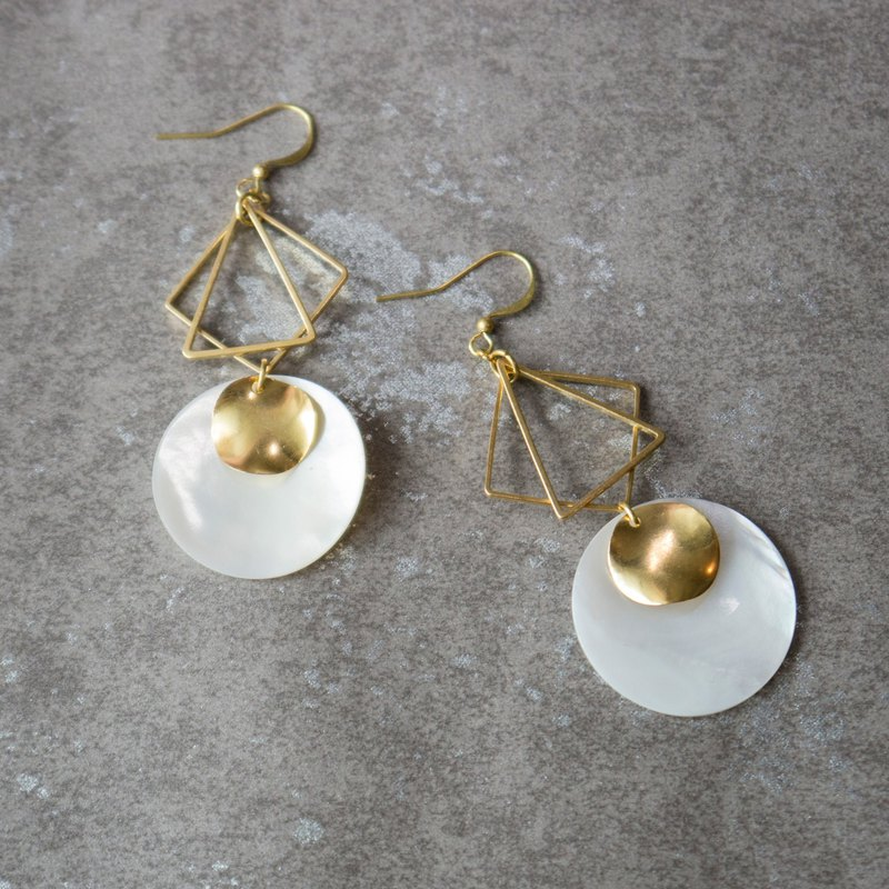 geometric. Brass Natural White Bay Round Earrings