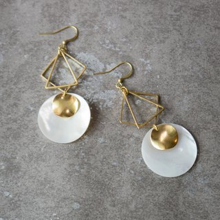 geometry. Brass Natural White Bay Round Earrings