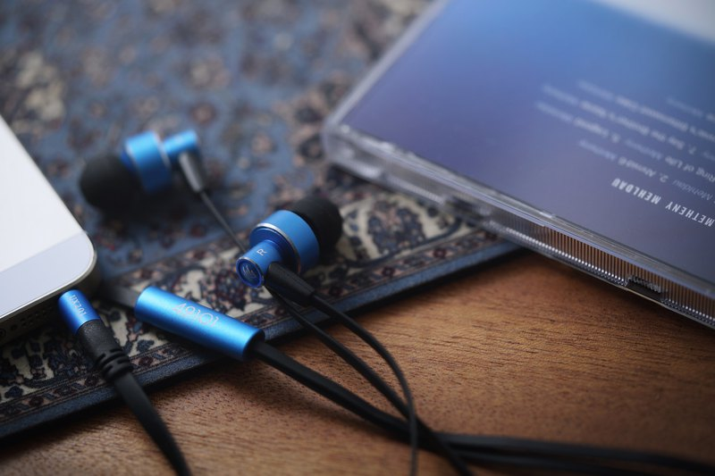 UX201 High Sound Quality In-ear Earphones (Monday Blue)