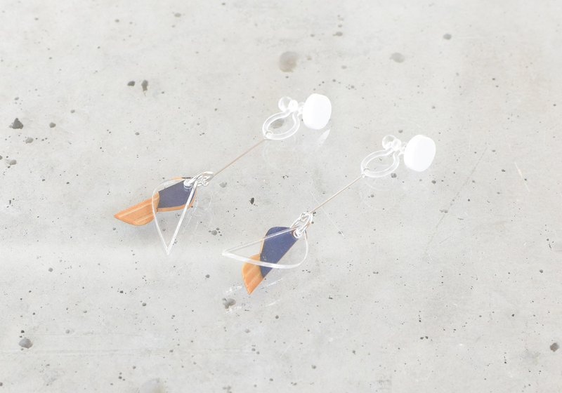 Small hane earrings / WHITE × NAVY