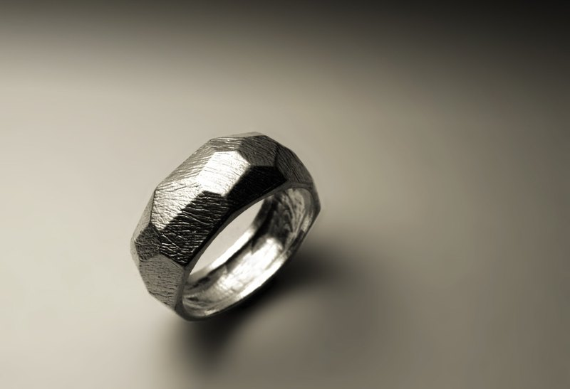 Narrow cut texture ring