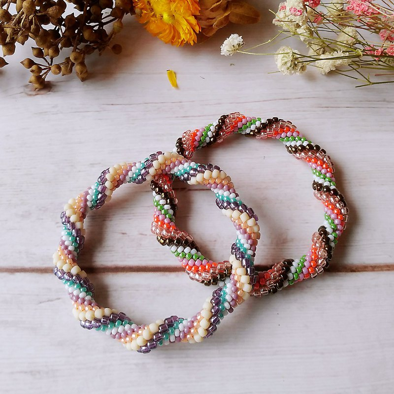Color spiral geometric pattern series original handmade beaded crochet bracelet bracelet bracelet jewelry bracelet