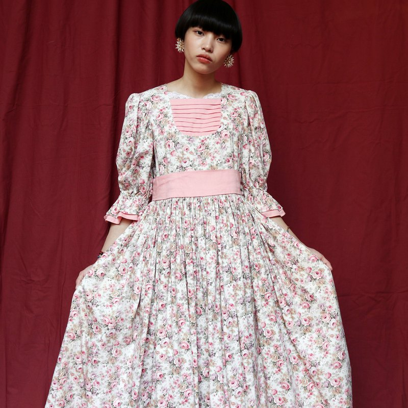 Pumpkin Vintage. Ancient country style printed dress