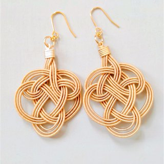 Water tie earrings Color: beige