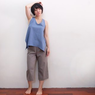 At 3:37 pm Wide trousers, Japan's first dyed cotton cloth, gray