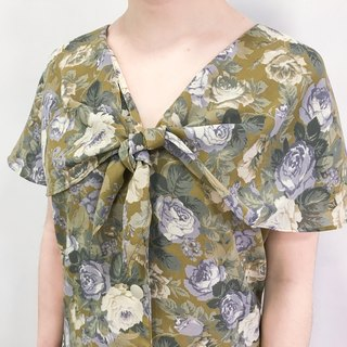…{DOTTORI :: TOP}Olive Green Rose Short-Sleeved Top with Sailor Collar