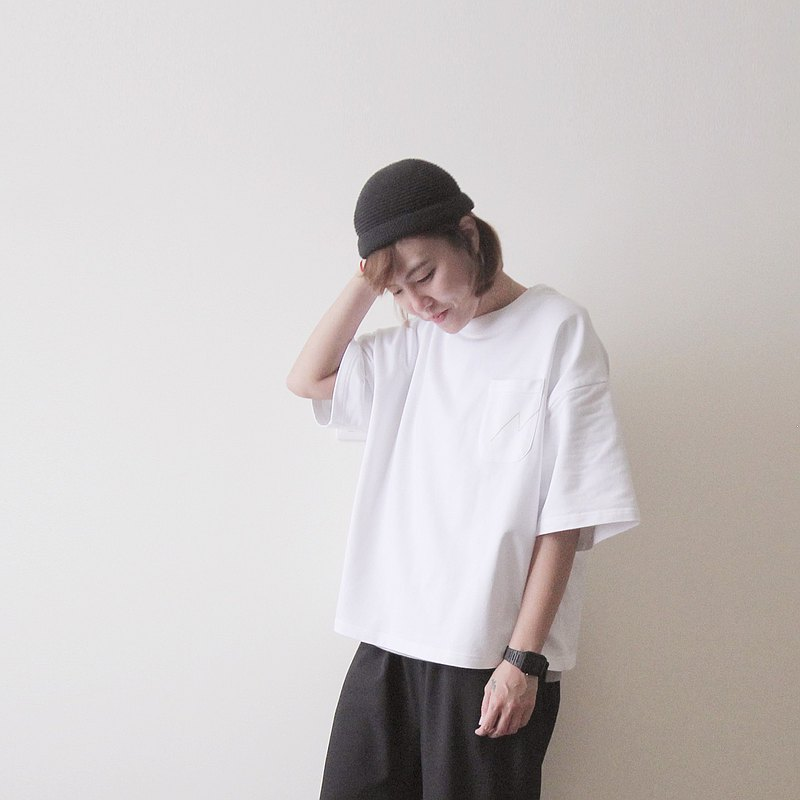 Made in Taiwan Five-point Sleeve Top Lightning Line Pocket Slit Hem Pure Cotton Tee-White
