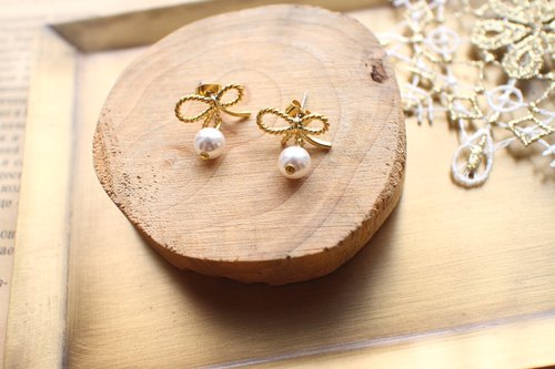 Golden bow-Pearl brass earrings