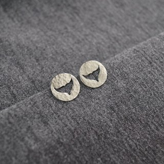 Ni.kou sterling silver carved earrings - small sperm whale tail
