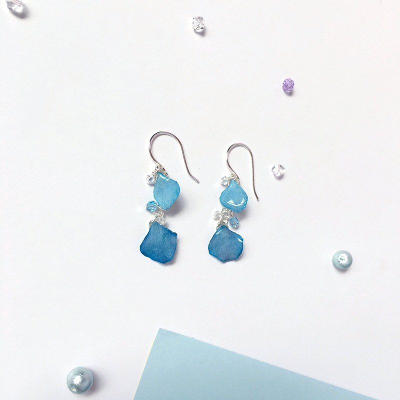 * Haku‧Neko * Fresh flower rain blue hydrangea crystal 925 sterling silver earring  ear clip (three-dimensional real flower series)