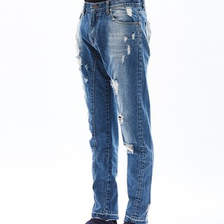3D cut damaged jeans