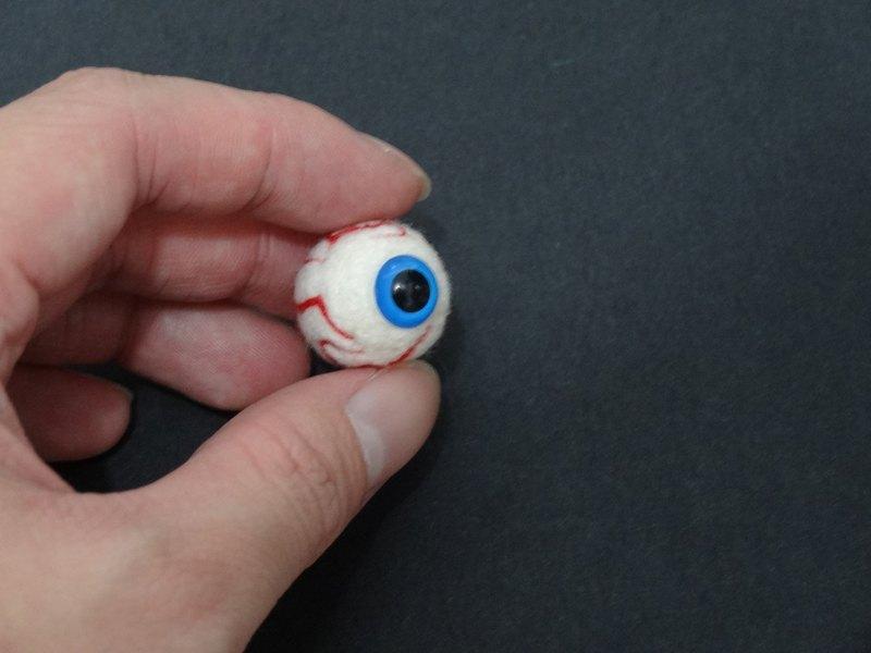 """萬聖節之血絲眼球(小) -羊毛氈  """"鑰匙圈、吊飾、"""