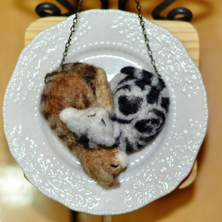 Wool felt with cat long chain (heart)