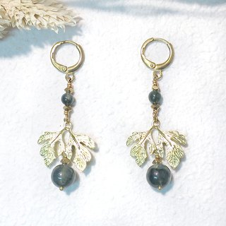 VIIART. Royal - water grass green. Aquatic Agate Brass Earrings - Clipable