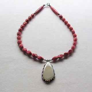 Shell / Isobana Coral Necklace