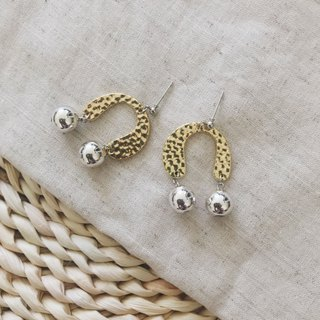 Marygo ﹝ irregular arc horseshoe ﹞ gold and silver contrast earrings
