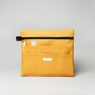 Large pouch in honey yellow