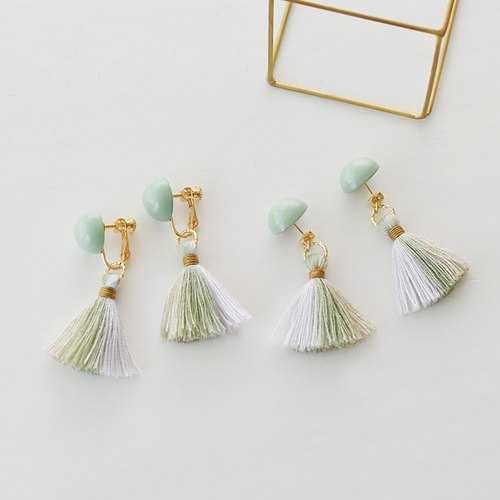 Dome tassel earrings/ green grege
