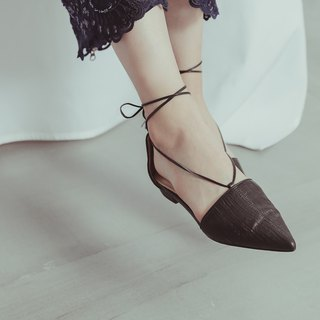 Swinging fringed pointed strap sandals black