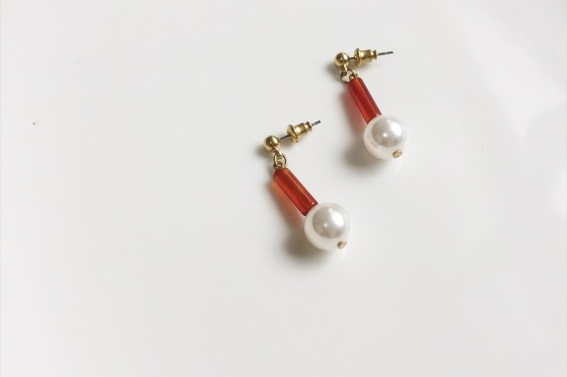 Red through large pearl brass modeling earrings