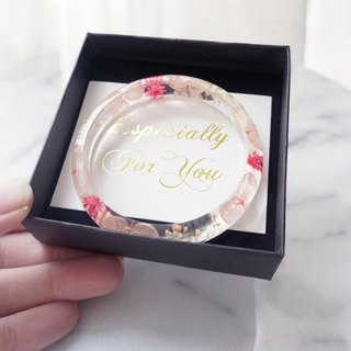 Customized dispensing Epoxy eternal flower without scented hydrangea crystal amber bracelet jewelry with gift box a little red