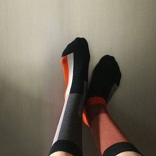socks_carrot orange / irregular / socks / stripes / orange