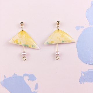 Goose yellow umbrella earrings
