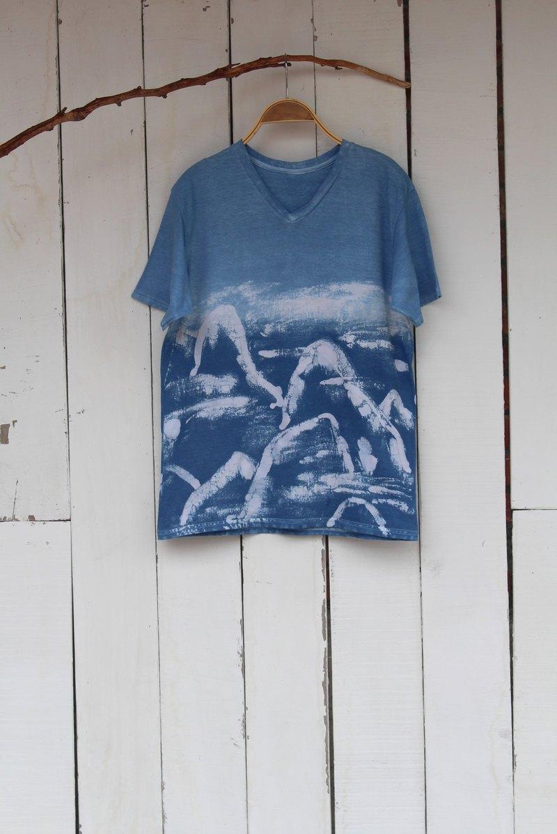 自在染isvara 手工藍染 共生系列 山巒海市 純棉T-shirt