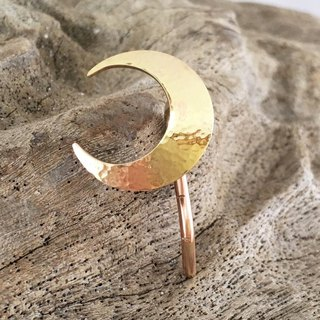Crescent ◇ Brass forged gold ◇ Pony hook