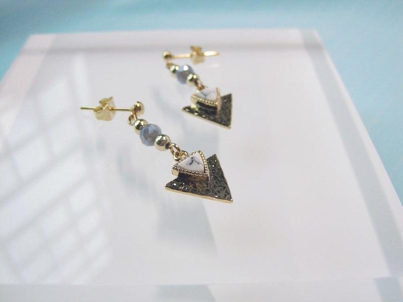 大理石渲染 三角垂掛耳環.神秘的女孩