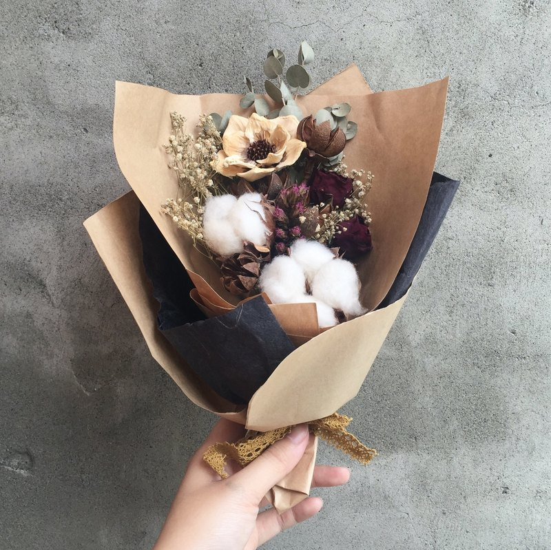 Floral design hand-dried bouquet dried flower spot