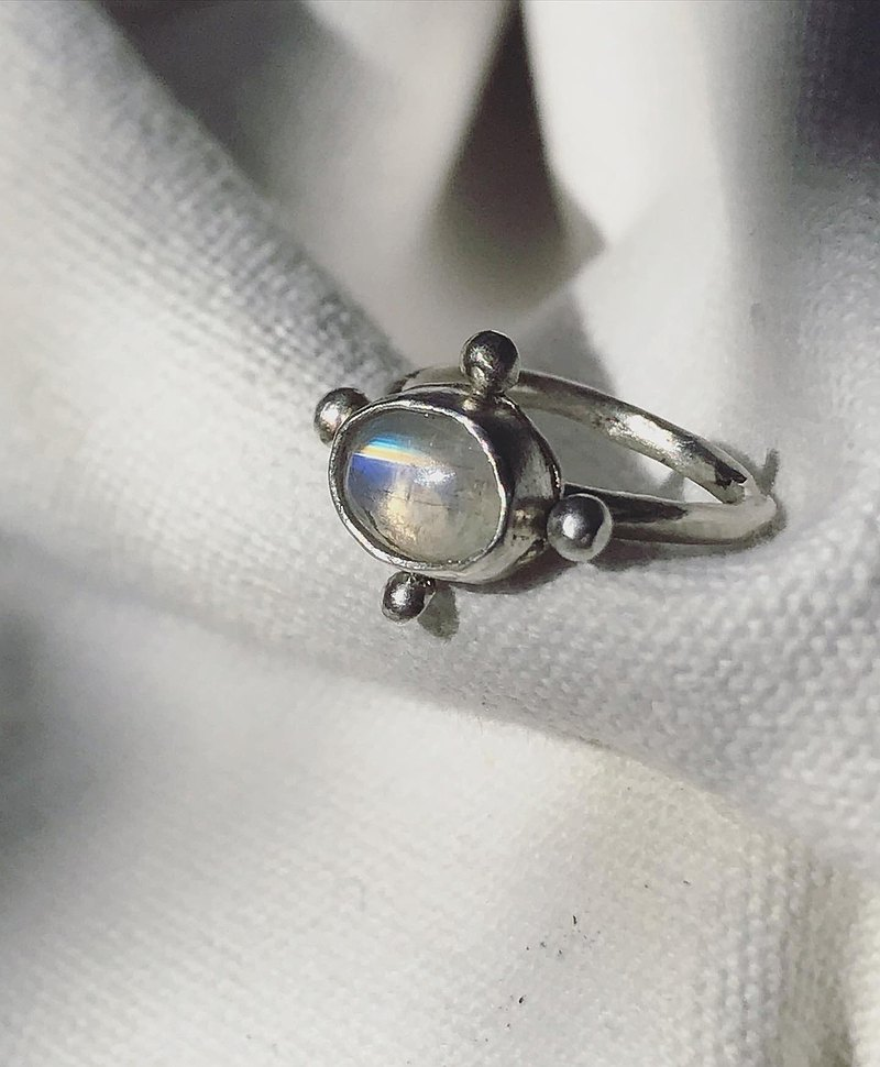 925純銀 彩虹月光石 戒指 II 原礦 II 阿尼瑪戒指