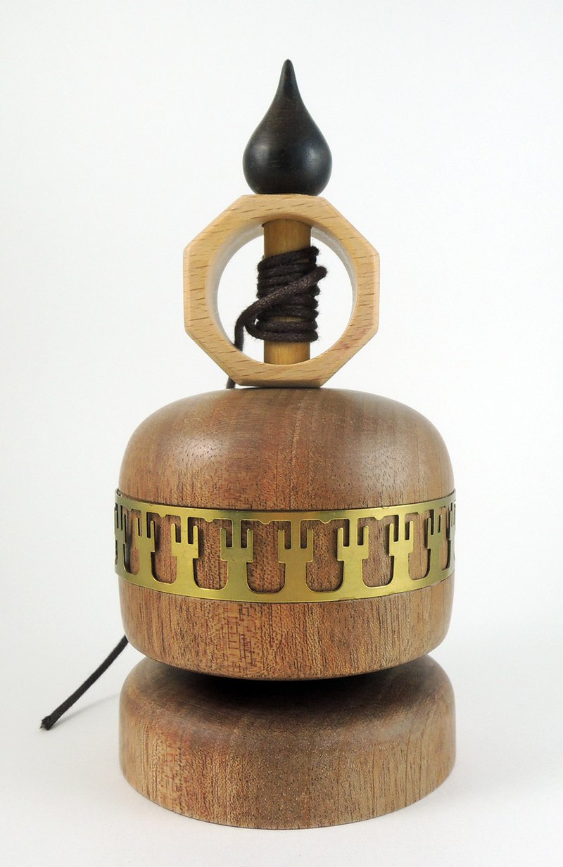 Pull wire rotation wooden top - Wu Xinmu - brass