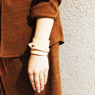 Scroll leather bracelet