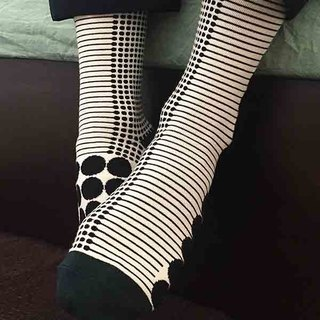 socks_dot / irregular / socks / white / black