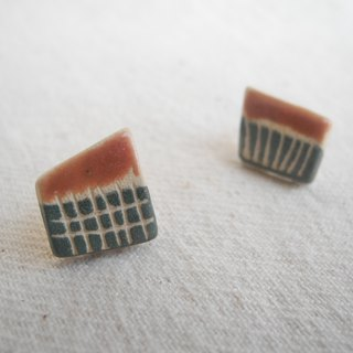 Asymmetric ceramic earrings