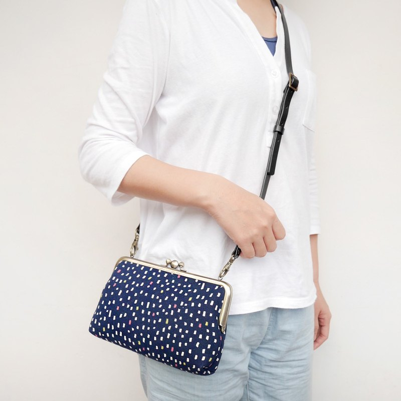 Increase _ Japanese flavor face two big shoulder bag / mobile phone package / gold package [Made in Taiwan]