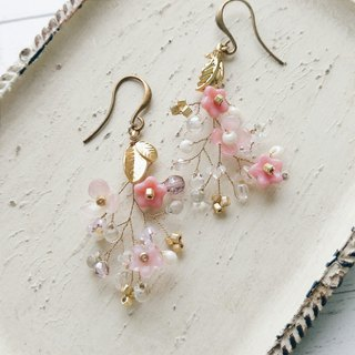 Momolico peach lily earrings small bouquet gold leaf can be clipped
