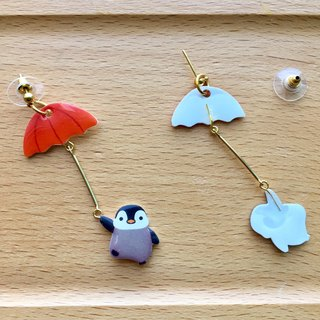 Oops bear - red umbrella & penguin swing earrings