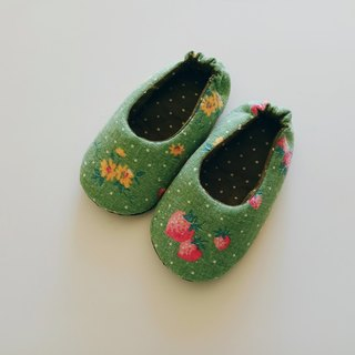 Green bottom strawberry indoor shoes baby shoes shoes 15 cm long (for foot length 13.5 cm) spot