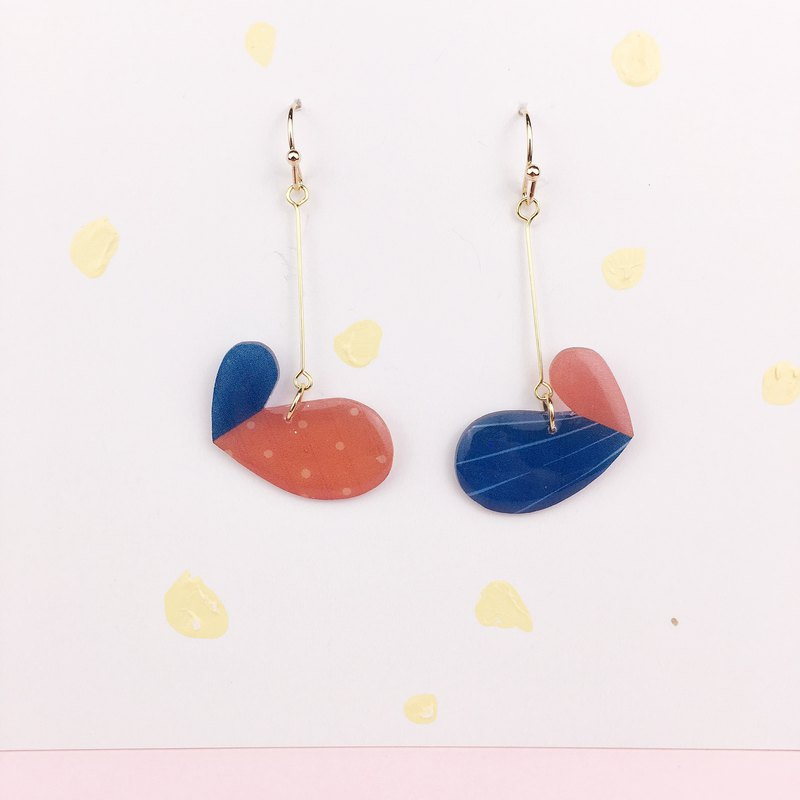 A pair of color block recombination series half-earrings on the drawing board