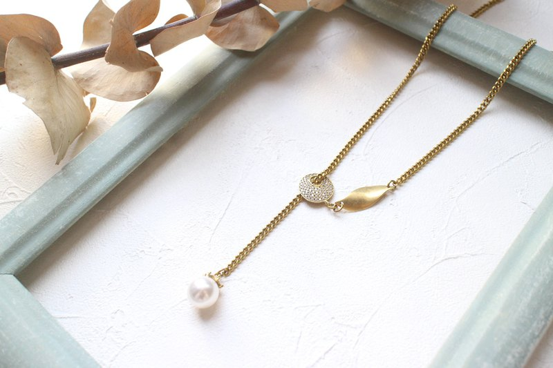 Spring-Pearl brass necklace
