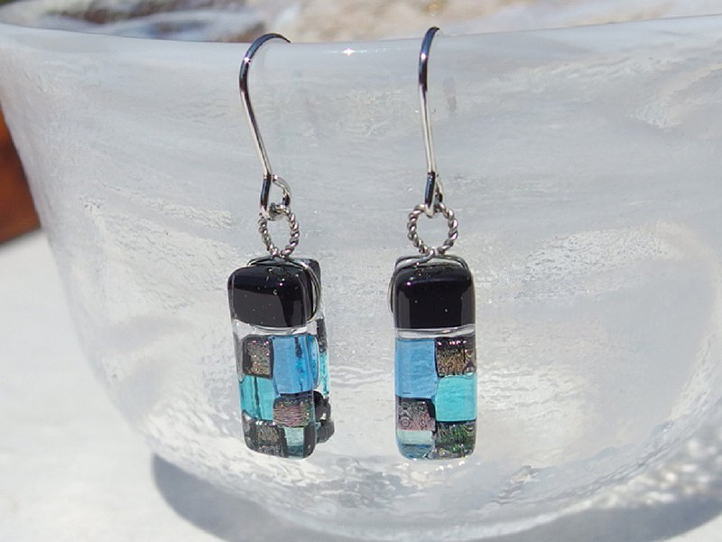 Japanese style glass (Yes to [Ai]) Earrings / Earrings [Choice of metal fittings] [Made to order]